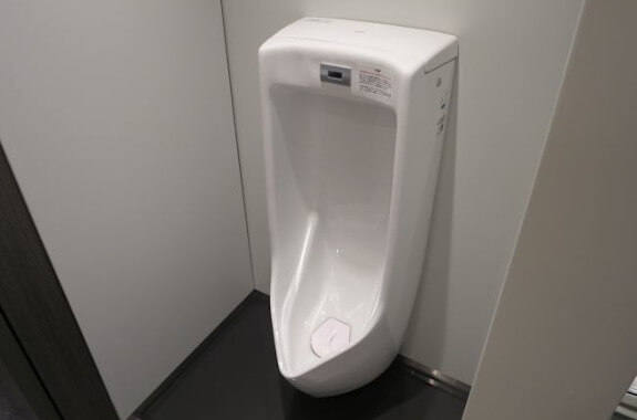 7階トイレ 小便器
